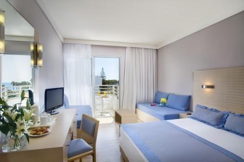 Louis Ledra Beach Hotel – Стандартный Семейный Номер С Боковым Видом На Море